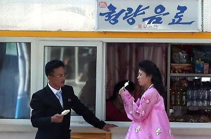 [포토/평양 남북정상회담] 편의점 앞 데이트