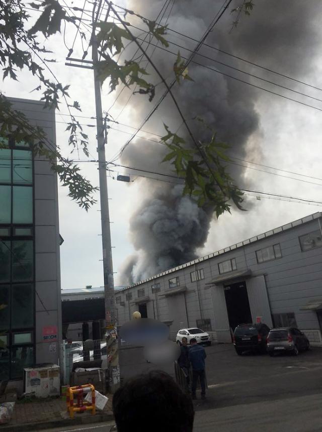 경기 화성시 향남읍 반도체 세정업체 싸이노스서 화재…공장 1동 완전히 태워