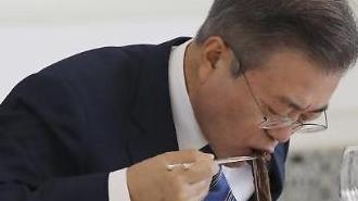 [포토/평양 남북정상회담] 냉면 흡입하는 대통령