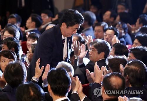 日 최장수 총리 되는 아베, 경기부양·개헌 등 정책은 판박이