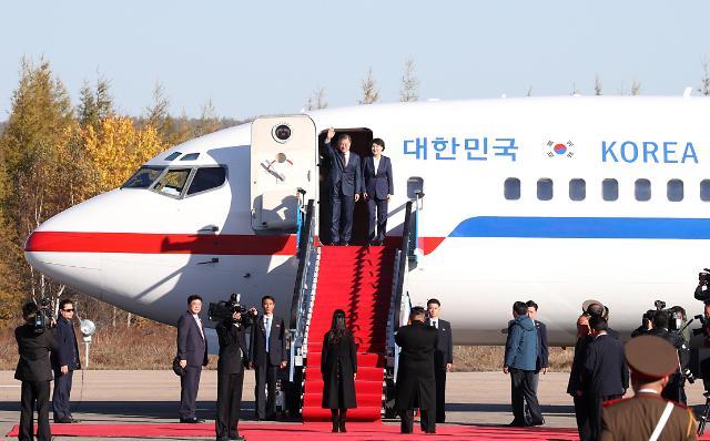 韩国总统文在寅结束白头山之行  返回首尔