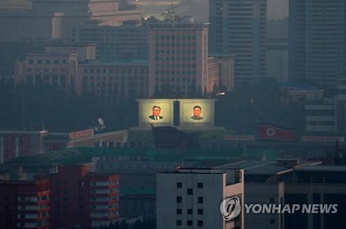 """日 관방장관 """"비핵화 합의 이행이 중요"""""""