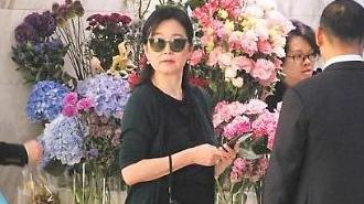 [중국포토] '결혼 24년 만 이혼·위자료 2919억' 임청하, 홍콩 꽃가게 등장