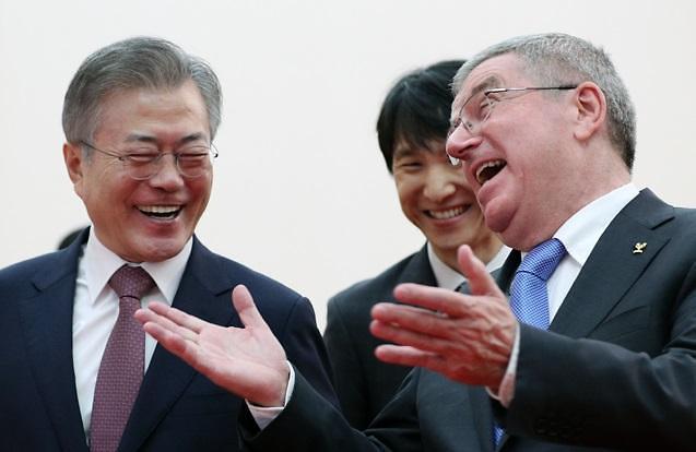 文在寅会见国际奥委会主席巴赫 商讨韩朝共同申奥事宜