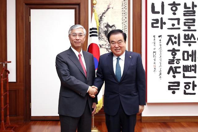 韩国会议长文喜相会见中国驻韩大使邱国洪