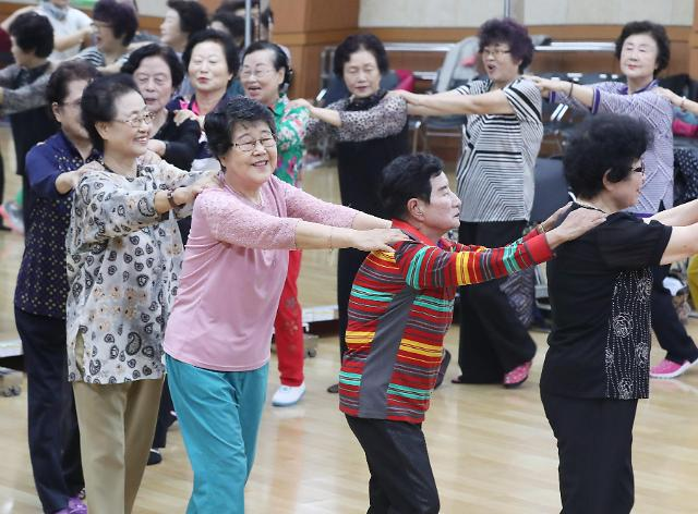 韩国进入老龄社会 六成老人自筹生活费
