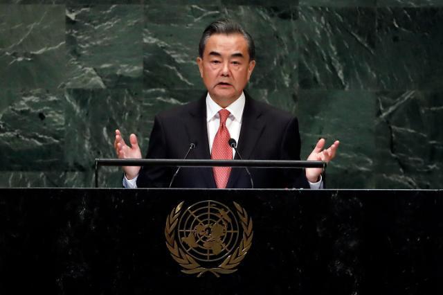 """中 왕이 국무위원  """"중국은 미국에 도전 안해"""""""