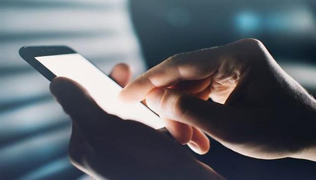 逾八成韩国人担忧手机上瘾症