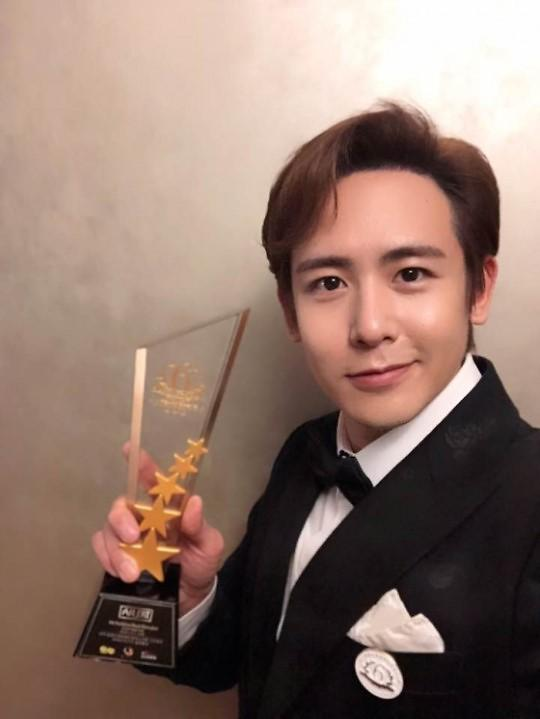2PM 멤버 닉쿤, 태국 매거진 아시아 슈퍼스타상 수상