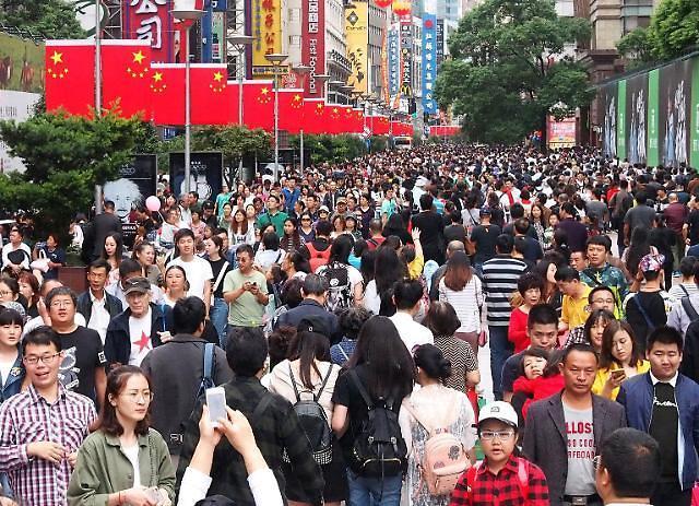 중국 국경절 황금연휴에 드리운 무역전쟁 그림자