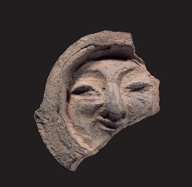 [PHOTO NEWS] Broken 7th-century tile to be designated as S. Koreas national treasure