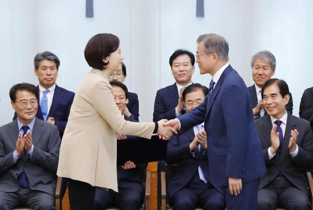 文在寅任命俞银惠为教育部长官