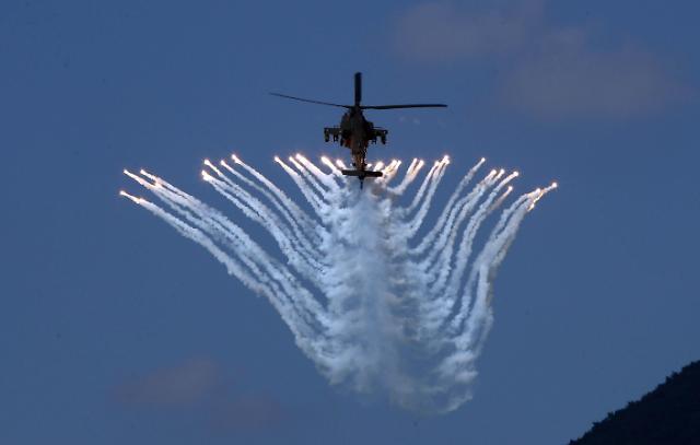 阿帕奇直升机表演吸睛