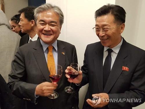 韩朝驻德大使共同出席活动