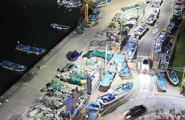 """釜山渔船集体""""上路""""应对台风""""康妮""""北上"""