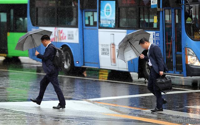 """台风""""康妮""""持续北上 首尔多地迎降雨天气"""