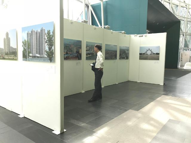 """[AJU VIDEO] 首尔举行""""平壤建筑摄影展"""" 展现真实的平壤"""