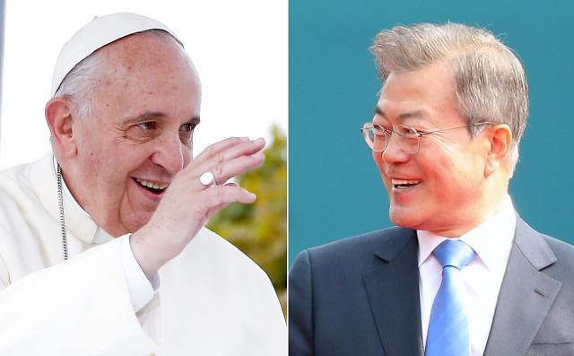 문 대통령, 18일 프란치스코 교황과 개별면담…김정은 초정의사 전달할 듯