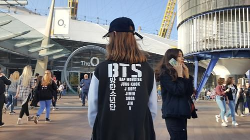 BTS伦敦O2开唱 人气爆棚堪比甲壳虫