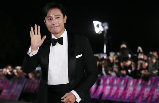 Lee Byung-hun đoạt giải lớn về diễn xuất với bom tấn Mr Sunshine