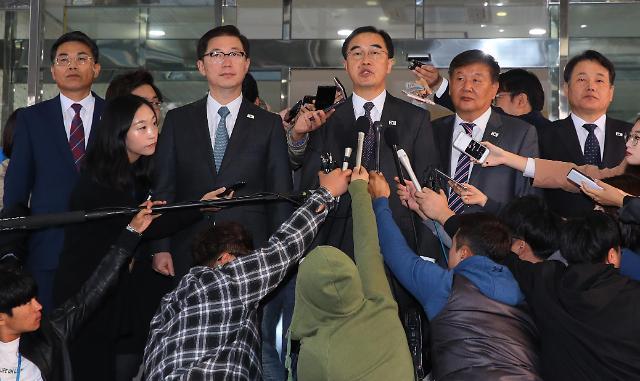 韩方代表团启程前往板门店出席韩朝高级别会谈