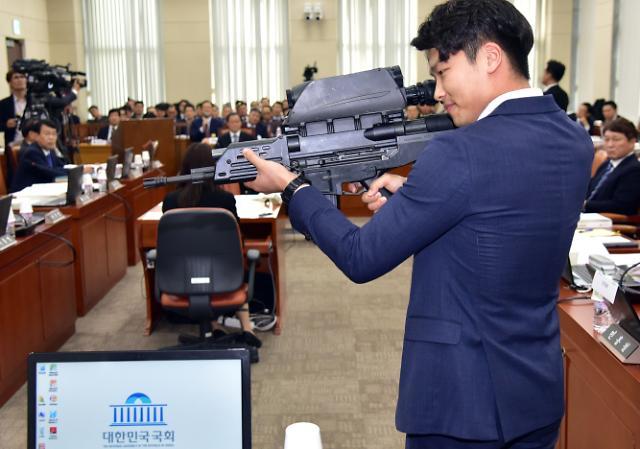 [포토] 국회에 나타난 무장괴한