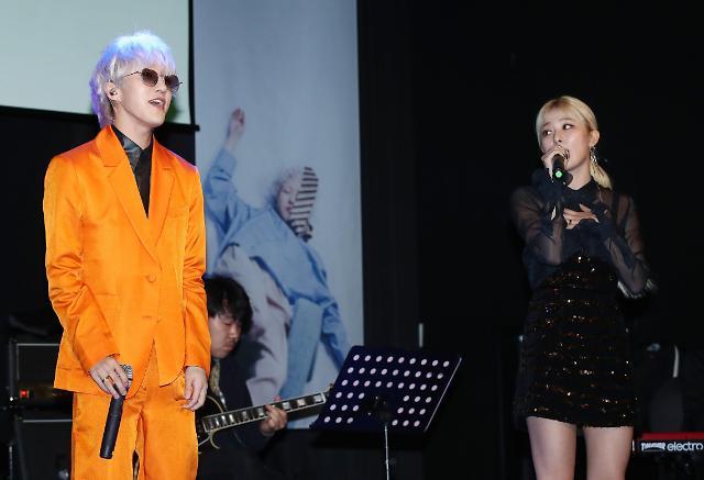 RV涩琪参与Zion.T新歌伴唱
