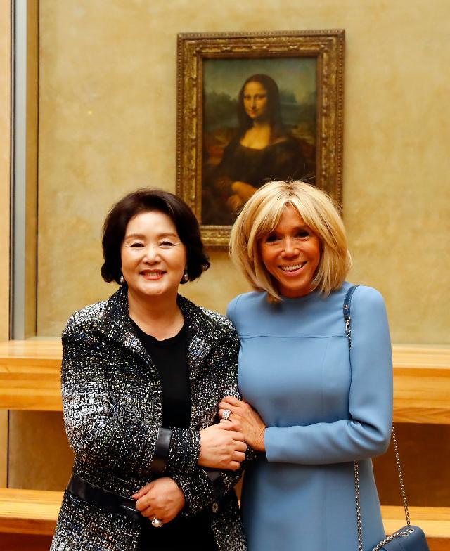 김정숙·마크롱 여사, 루브르서 모나리자 관람