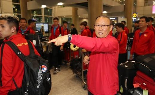 Đội tuyển Việt Nam cùng ban huấn luyện đến Hàn Quốc sáng 17 tháng 10