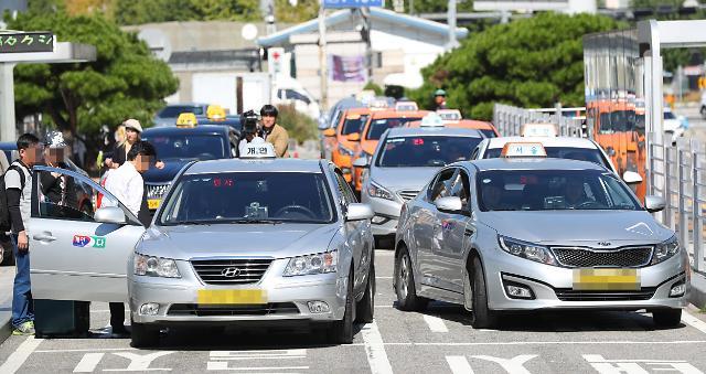 首尔出租车明日起罢工 反对Kakao提供顺风车业务