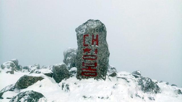 雪岳山迎来第一场雪