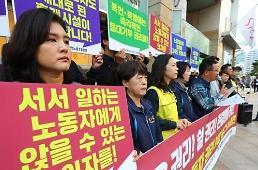 .在韩免税店做销售员也不容易 平均128人用一个卫生间蹲位.
