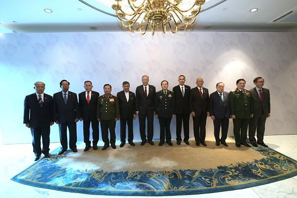 [중국포토] 싱가포르 간 웨이펑허, '中-아세안 연합훈련 강화'