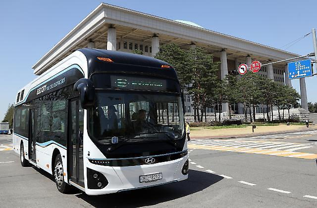 First hydrogen fuel cell city bus in operation in S  Korea