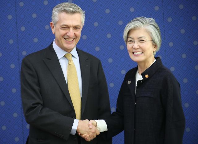 韩国外长会见联合国难民事务高级专员