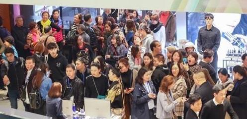 时隔19个月中国团体游客大规模访韩