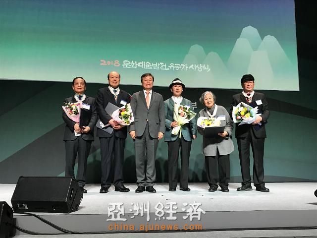 """中国艺术家韩美林获颁韩政府""""文化勋章"""""""