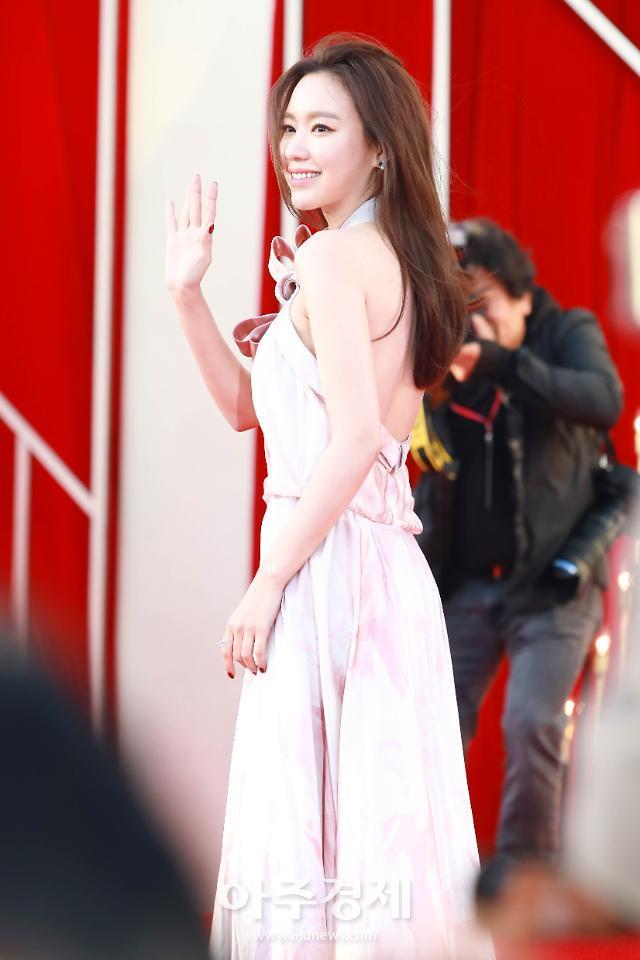 [포토] 김아중, 아찔한 반전 드레스 (더 서울 어워즈)
