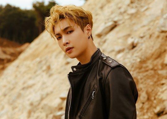 EXO公开新专辑张艺兴宣传照 浓浓秋日氛围令歌迷期待