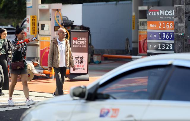 11월 6일부터 휘발유·경유 리터당 123원·87원 저렴해진다