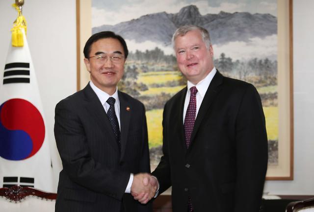 韩统一部长官会见美对朝政策代表比根