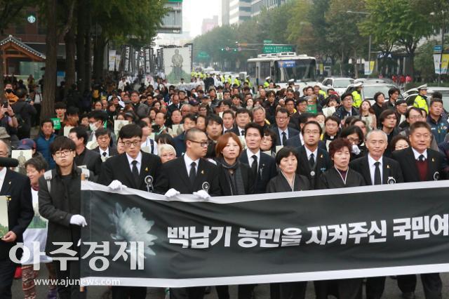 """건보공단 """"정부·경찰 백남기 농민 의료비 내야""""…이달 반환소송 제기"""