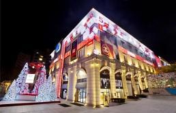 .冬季亮丽的风景线!韩大型百货店设置大型圣诞树.