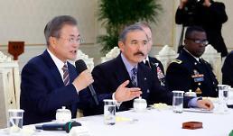 .文在寅与驻韩美军官座谈:韩美同盟永在.