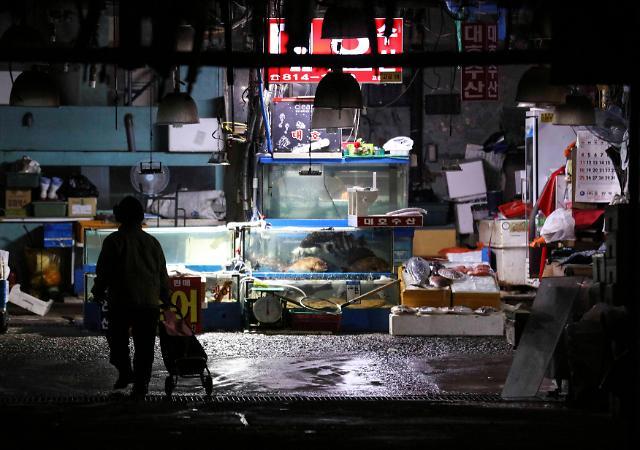 鹭粱津旧水产市场商贩不愿搬离老铺 政府断水断电下最后通牒
