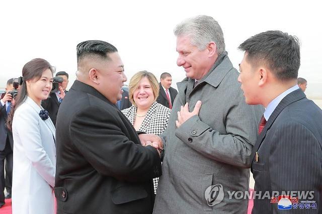金正恩欢送古巴领导人回国