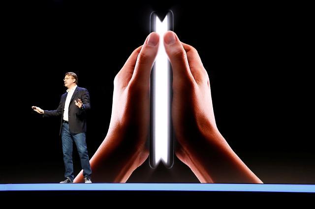 三星可折叠屏手机首亮相