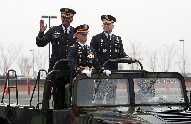 로버트 에이브럼스, 새 한미연합사령관 취임…브룩스 이임