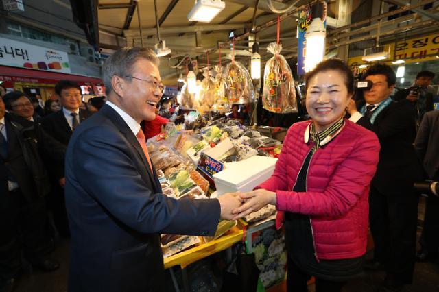 文在寅到访浦项竹岛市场