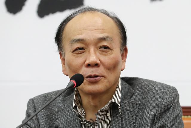 전원책 해촉, 한달만에 끝난 한국당과 동거…과거 자유선진당 대변인은 3일만에 사퇴